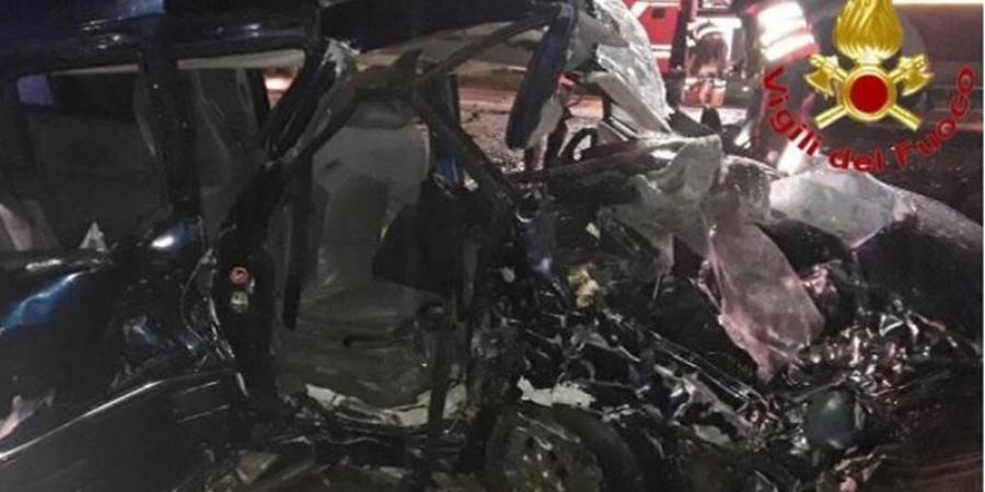 Tragedie pe o șosea din Italia. O adolescentă de 16 ani a murit și alți trei tineri se află în stare foarte gravă la spital